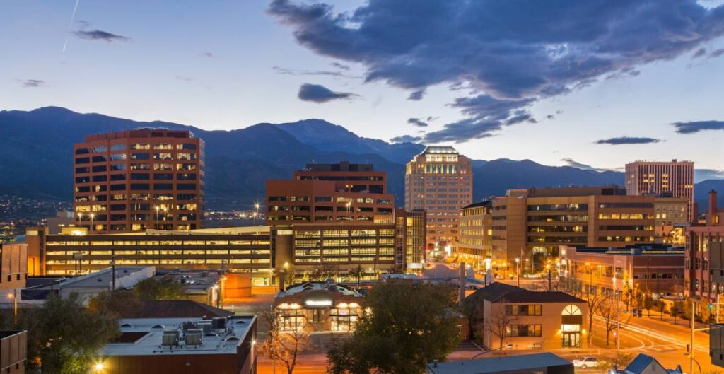 4 Reasons to Work with a Flat Fee Real Estate Agent in Colorado Springs