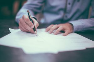 Avoid Real Estate Agents That Force You to Sign Binding Contracts